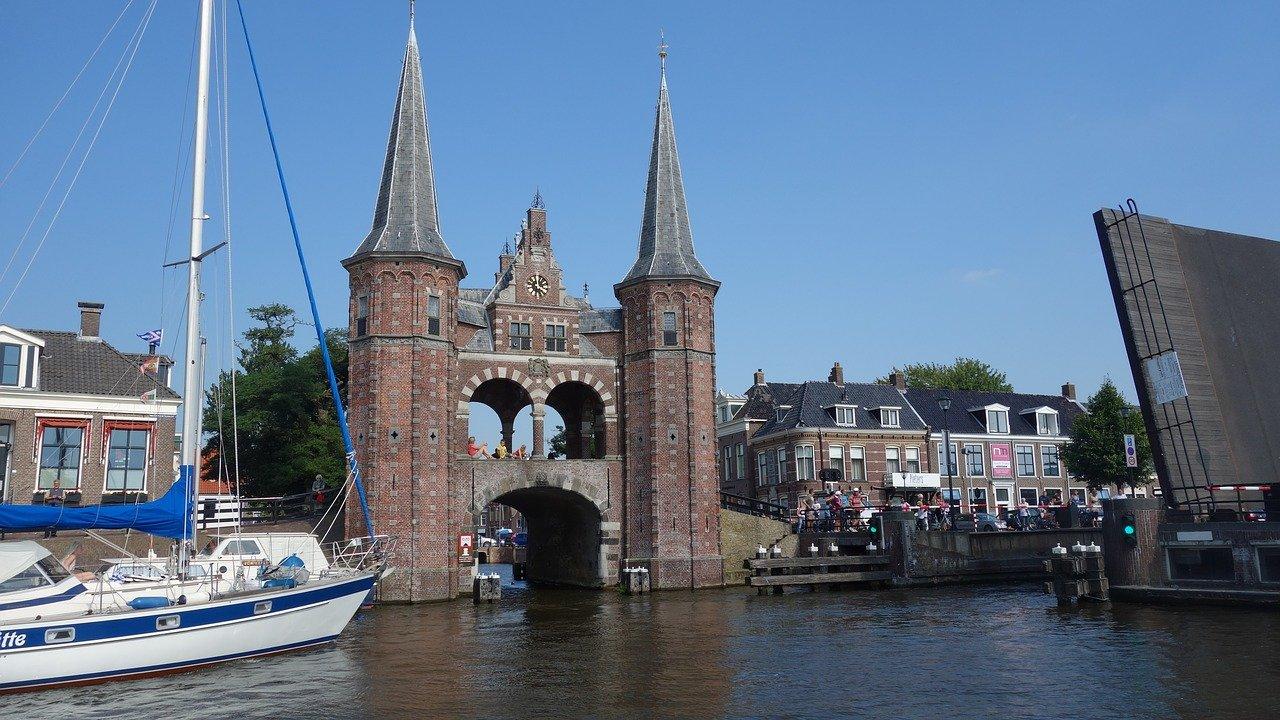 Tijdens de zomer worden er in Sneek veel geweldige evenementen georganiseerd die zowel watersportliefhebbers als landrotten aantrekken.