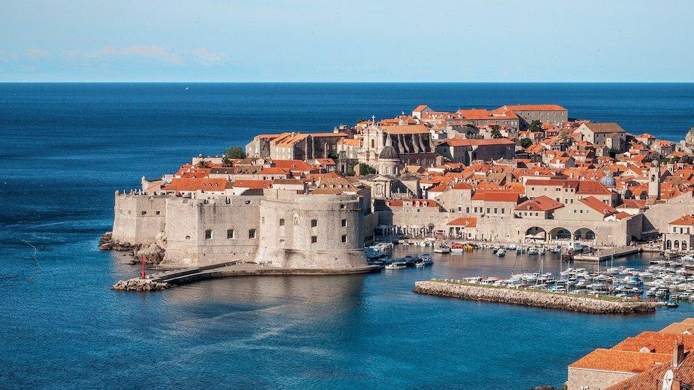 Naast de fantastische wijnen heeft Kroatië ook enorm veel te bieden op het gebied van natuur en cultuur, zoals hier in Dubrovnik